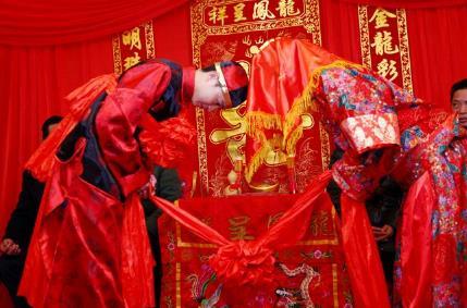 有趣的中式婚礼习俗有哪些:最好玩的中式婚礼习俗