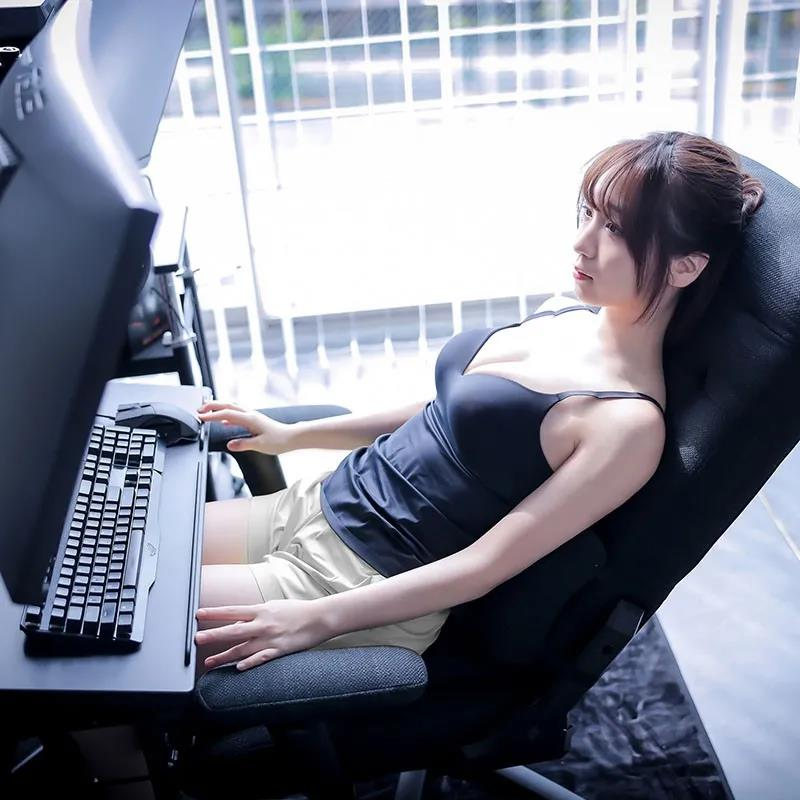 伊织萌代言的电竞椅看起来好软啊