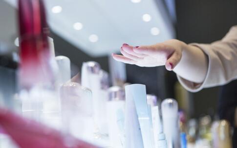 秋季皮肤易干燥 怎样更好地为皮肤补水?
