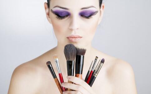 6步骤打造甜美恋爱妆容 有哪些化妆小技巧