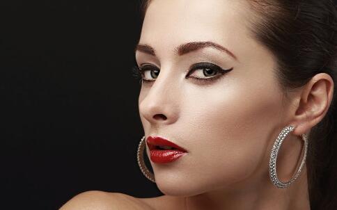 揭开女性唇妆靓丽的秘密
