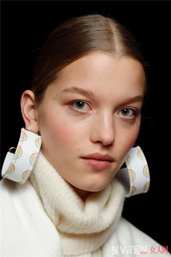 吸睛进阶术丨你与时髦精只差一副大耳环的距离