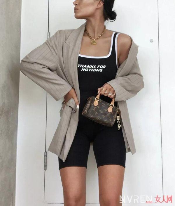 运动服加运动裤的搭配 绝对让小姐姐们爱到不行