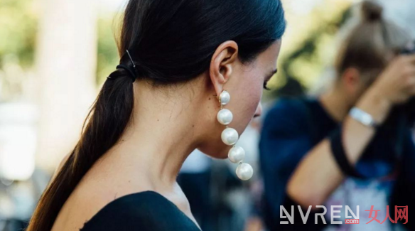 Oversized耳环配饰 瞬间让你成为了人群中的焦点