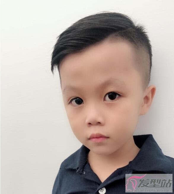 小孩发型男孩酷 放眼望去简直巨星等级