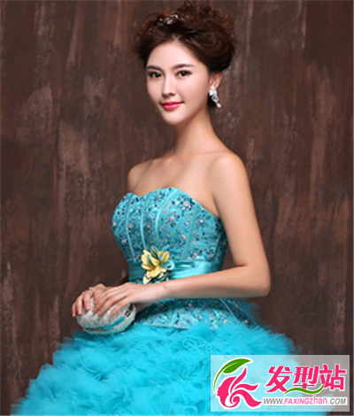 蓝色婚纱适合新娘发型图片 梦幻蓝更显浪漫色彩