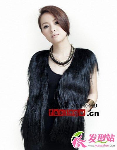 邓丽欣最新图片 百变职场发型演绎时尚魔女