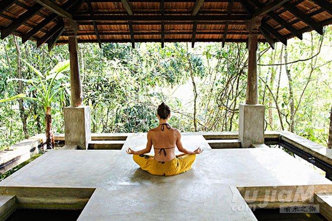 如何降低瑜伽莲花坐练习中的伤害?