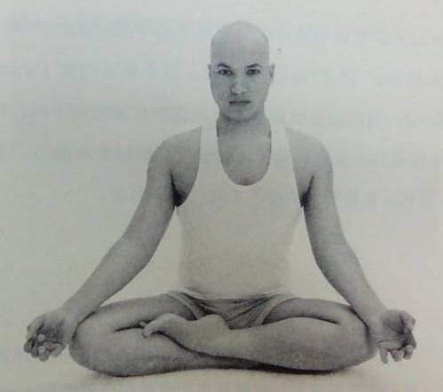 瑜伽百科-吉祥坐